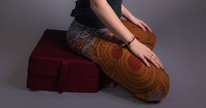 meditation cushions and how to sit properly to meditate